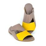 Rasteira Em Couro Cinza e Amarelo