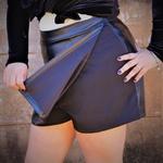 Short saia couro fake