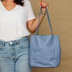 Bolsa de Couro Legítimo Feminina Asa Delta - Azul Hortência