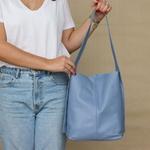 Bolsa de Couro Legítimo Feminina Sacola Alça Larga Asas Azul Hortência