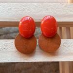 Brinco de Resina e Madeira Laranja - Dueto Oval