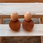 Brinco de Resina e Madeira Mostarda - Dueto Oval