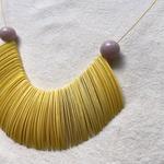 Colar Feminino de Resina Amarelo e Lavanda - Pétalas