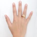 Anel aro duplo em ouro 18k amarelo, branco, e rose com detalhes entrelaçados