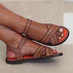 Sandália Rasteira Em Couro Ariane Taupe J.Gean