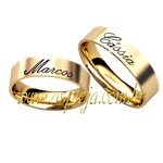 Aliança reta personalizada nomes baixo relevo anatômica ouro amarelo 18K-750 largura 5,00mm-ASP-AL56
