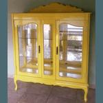 Cristaleira Provençal Em Madeira Maciça Amarela