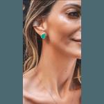 Brinco esmeralda colombiana gota base cravejada com micro zirconias