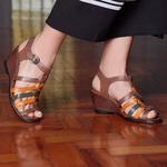Sandália Susan Alta em couro Amêndoa J.Gean