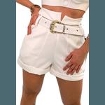 Shorts Mari de Alfaiataria Cintura Alta C/ Bolso Faca e Cinto De Fivela Branco