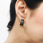 Brinco Argola Rainbow Semijoia Banho de Ouro 18K Cravação de Zircônias Coloridas Detalhe em Ródio Negro