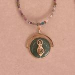 Pingente Medalha Pequena Deusa Dourado   Coleção Guta Virtuoso