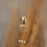 Colar Escapulário Calendário Lunar Pérolas Dourado   Coleção Guta Virtuoso