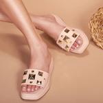 Sandália Flatform em couro Pirâmides
