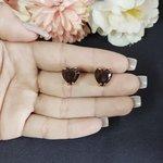 Brinco Pequeno Coração Dourado Preto