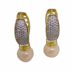Brinco Argola Semijoia Banho de Ouro 18k com Cravação de Zircônias e Pérola Shell Rosa com detalhe em Ródio