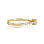 Anel solitário em ouro 18k amarelo com Diamante sintético no centro e nas laterais