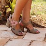 Sandália em Couro Lolla Alta Avelã J.Gean BH0021-04