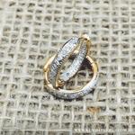 Brinco Argola Venice Médio Articulado Semijoia Banho de Ouro 18K Cravação de Zircônias Detalhe em Ródio