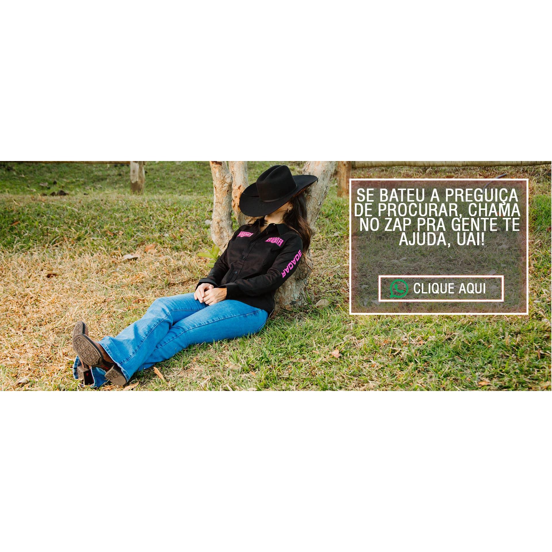 Uma linda garota, sentada na grama, tirando um cochilo encostada na arvore; Essa imagem possui um link para mensagem no whatsapp