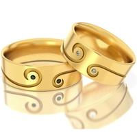 Aliança em Ouro 18k Trabalhada com Diamantes Branco e Negro