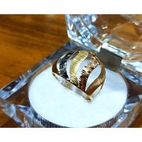 Anel em Ouro 18k Ondas Trabalhadas Diamantadas
