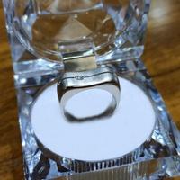 Anel em Ouro Branco 18k com Diamante