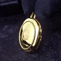 Relicário em Ouro 18k 750 Oval com Madrepérola