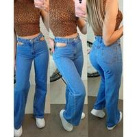 Calça Jeans Wide Leg Com Fenda Tom Médio