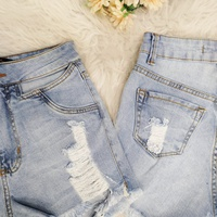 Shorts Jeans Pilily Abertura No Quadril Claro