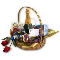 Cesta com Champanhe, Chocolates - 868726 - Bellas Cestas Online Salvador