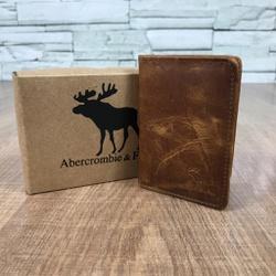 Porta Cartão Abercrombie Fóssil Canela - AB00002 - Out in Store
