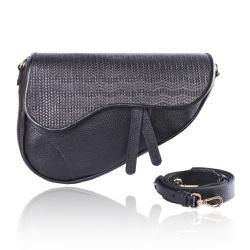 Bolsa Saddle Bag Parker Preta com Alça Transversal - CAMPEZZO
