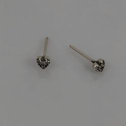 Brinco Mini Coração Cravejado de Zircônias em Prata 925