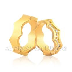 Alianças Trabalhadas em Ouro 18k com Diamantes - O... - Ouro Vale Joias