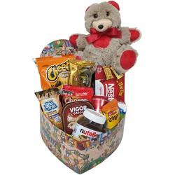 Caixa infantil recheada chocolates e guloseimas.