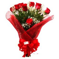 Buquê com 12 rosas vermelhas
