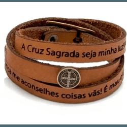 Pulseira Cruz Sagrada São Bento Couro Caramelo trê... - Betânia Loja Católica