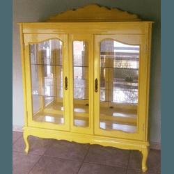 Cristaleira Provençal Em Madeira Maciça Amarela - ... - MOVEIS ANTIGUS