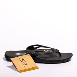 Chinelo Oakley Operative 3.0 - Preto / Branco
