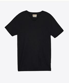 T-shirt Preta Gola V - RIVERS