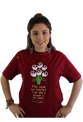 Camiseta Cora Coralina Professor bordô - Tertúlia Produtos Literários