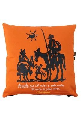 Capa de Almofada Dom Quixote Laranja - Tertúlia Produtos Literários