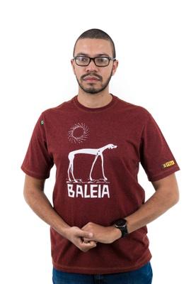 Camiseta Graciliano Ramos Baleia Mescla Bordô - Tertúlia Produtos Literários