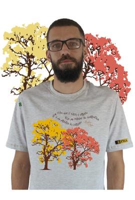 Camiseta Nicolas Behr Ipês Gelo - Tertúlia Produtos Literários