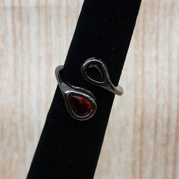 Anel Zircônia Gota Grafite Preto e Vermelho