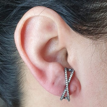 Brinco Ear Hook Semi Joia Kenia Ródio Negro Branco...