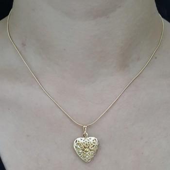 Colar Relicário Folheado Dourado Coração