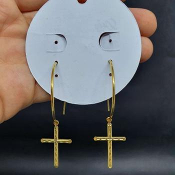 Argola Folheada Dourada Cruz