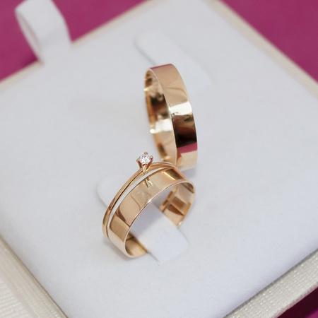 Combo Aliança de Ouro 18k 4mm 4 gramas Reta Modelo Bahamas + Solitário Mia Anima - Rosê